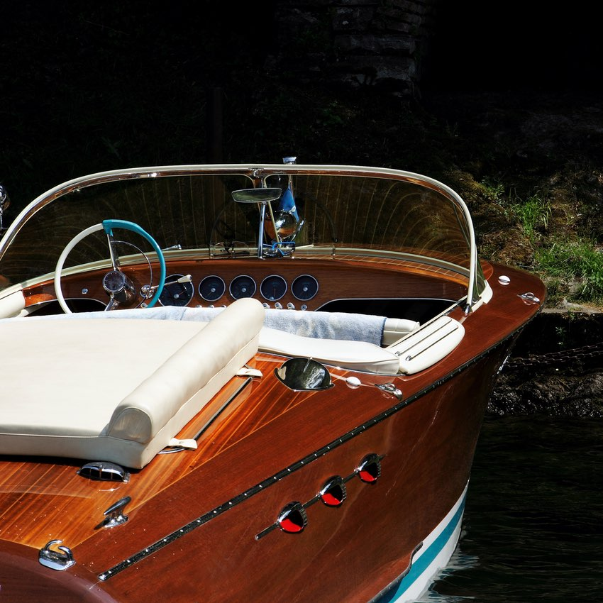 photoshooting service rent riva motorboat with capitan